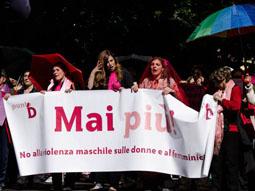 Foto della Caracca alla manifestazione contro la violenza sulle donne